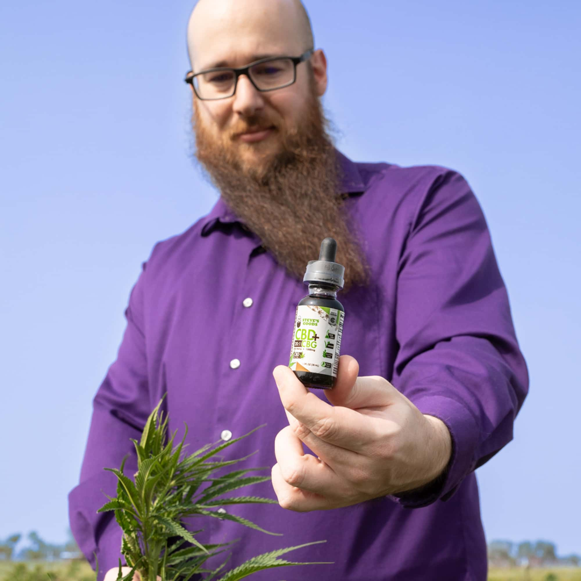steve-at-steve's-hemp-farm-holding-cbg-oil